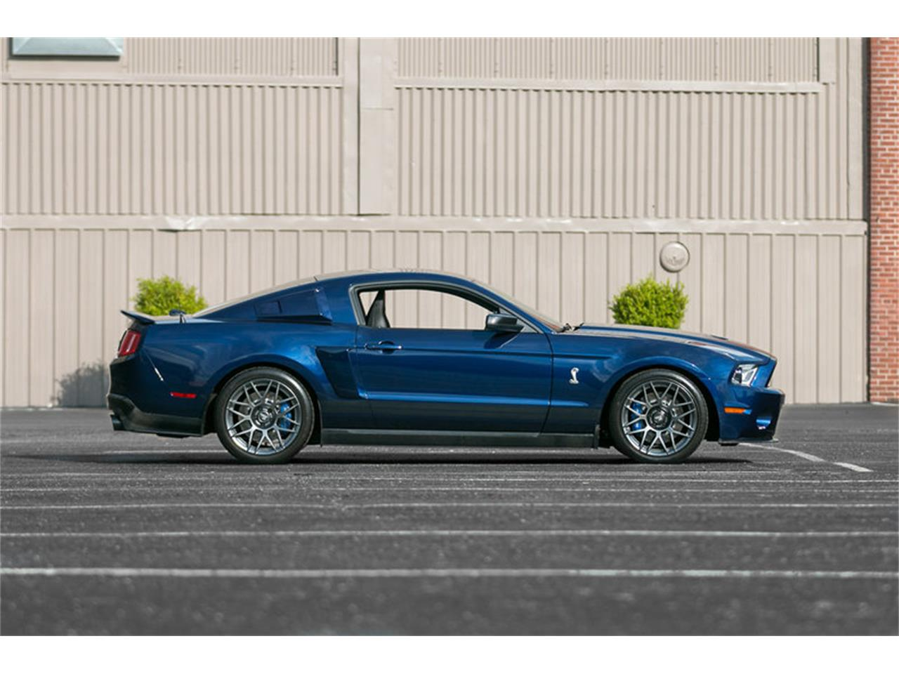 Large Picture of 2012 Ford Mustang - L68T