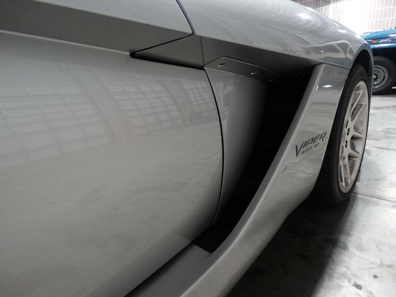 Large Picture of 2004 Dodge Viper - $54,000.00 - L6GU