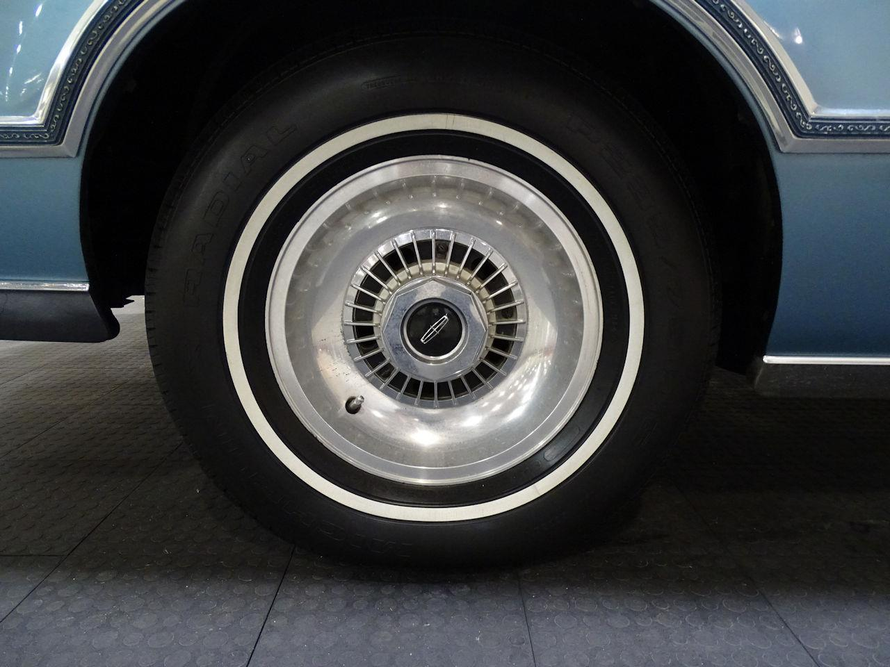 Large Picture of 1975 Lincoln Continental located in Houston Texas Offered by Gateway Classic Cars - Houston - L6S1