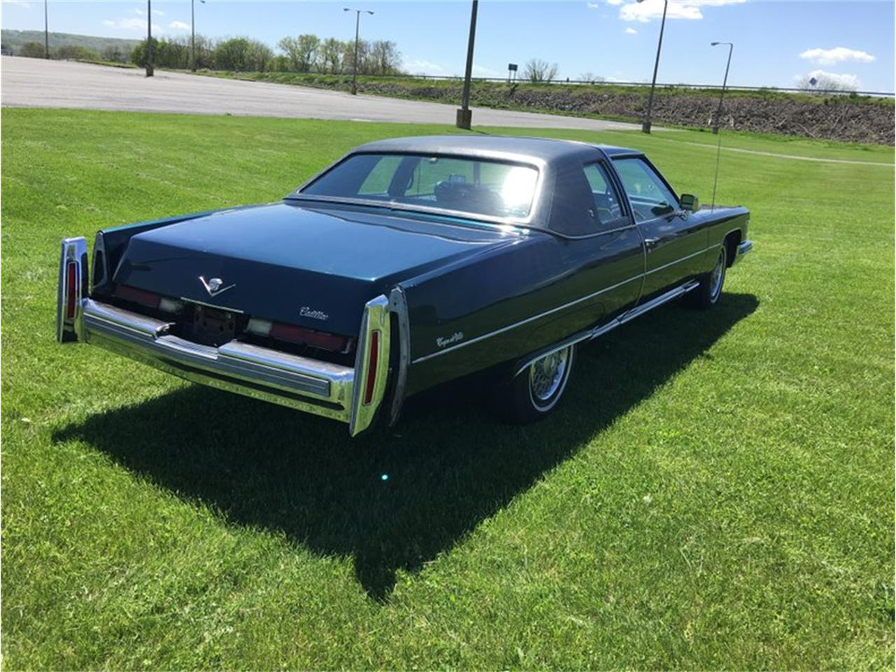 Large Picture of '76 Cadillac Coupe DeVille Offered by Classic Auto Mall - L6UU
