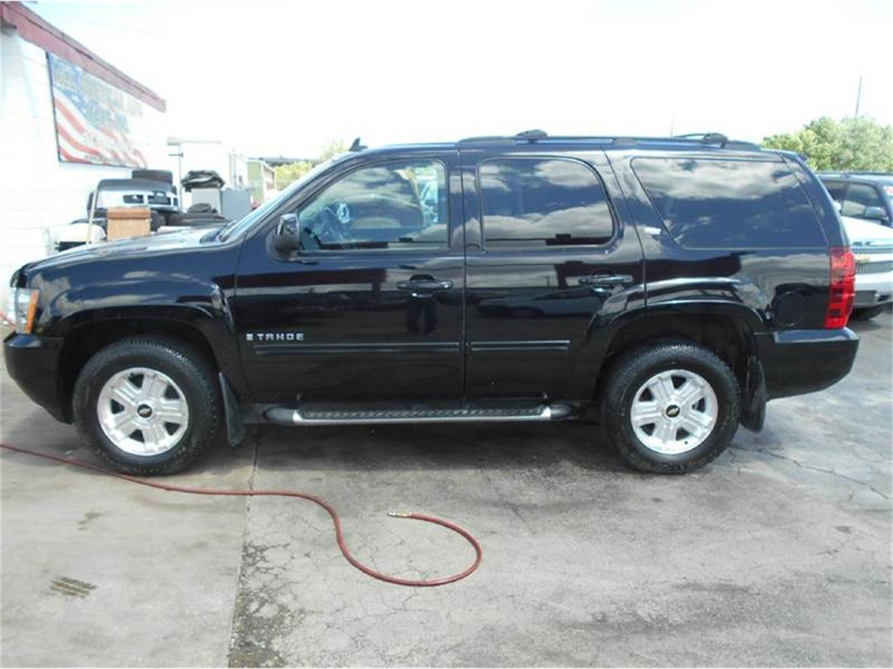 Large Picture of '09 Tahoe located in Kansas - L726