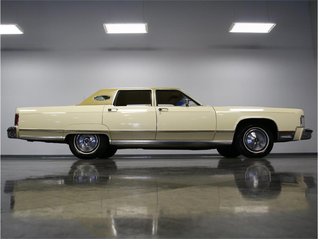 Large Picture of '76 Lincoln Continental - $9,995.00 - L72Y