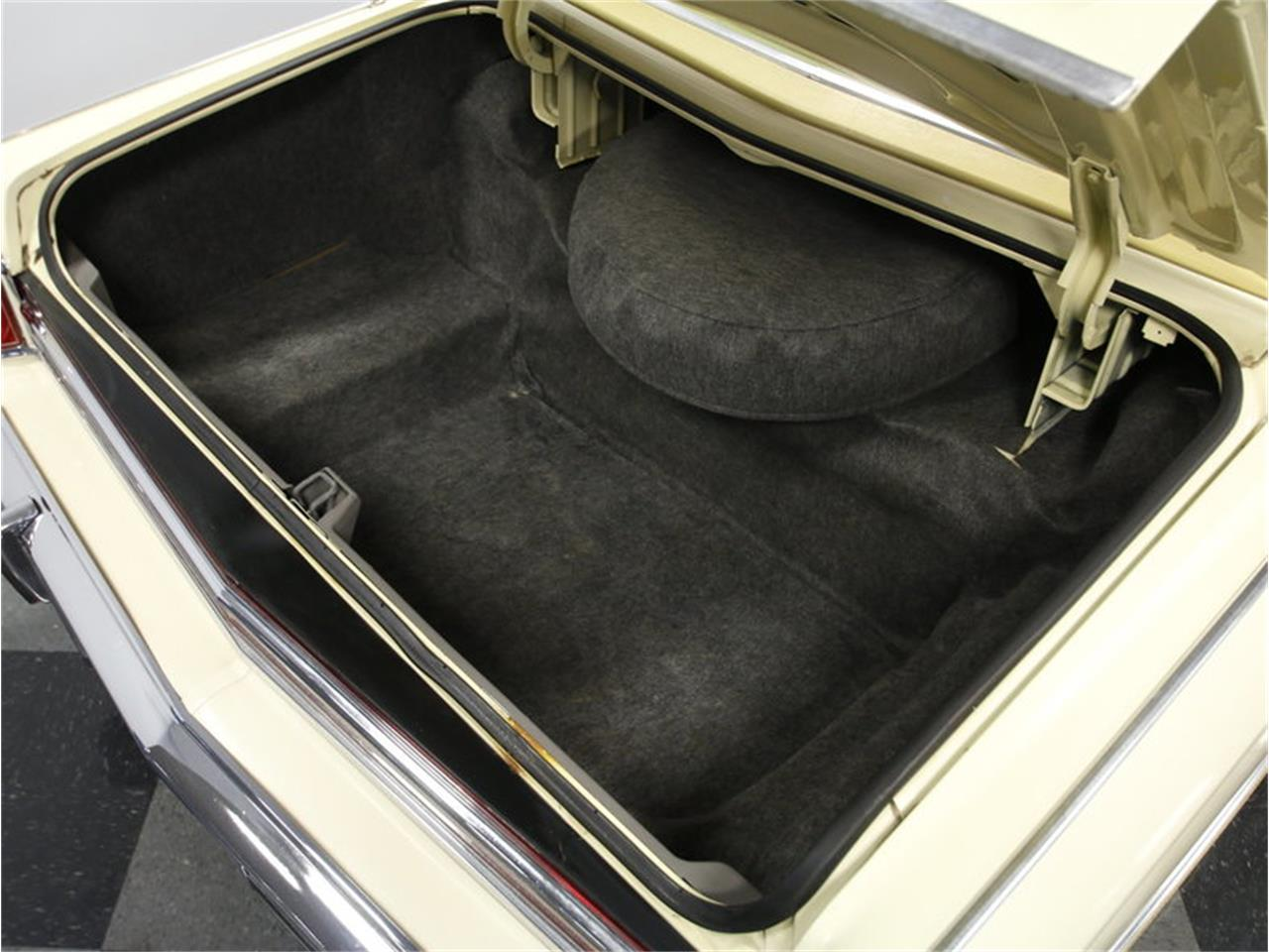 Large Picture of 1976 Lincoln Continental Offered by Streetside Classics - Charlotte - L72Y