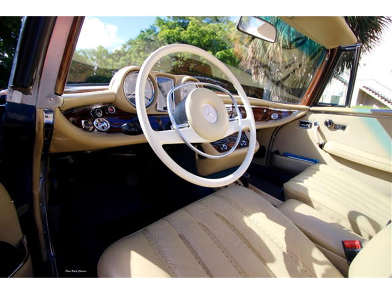 Large Picture of Classic 1971 Mercedes-Benz 280SE located in Florida Offered by The Toy Store - L75C