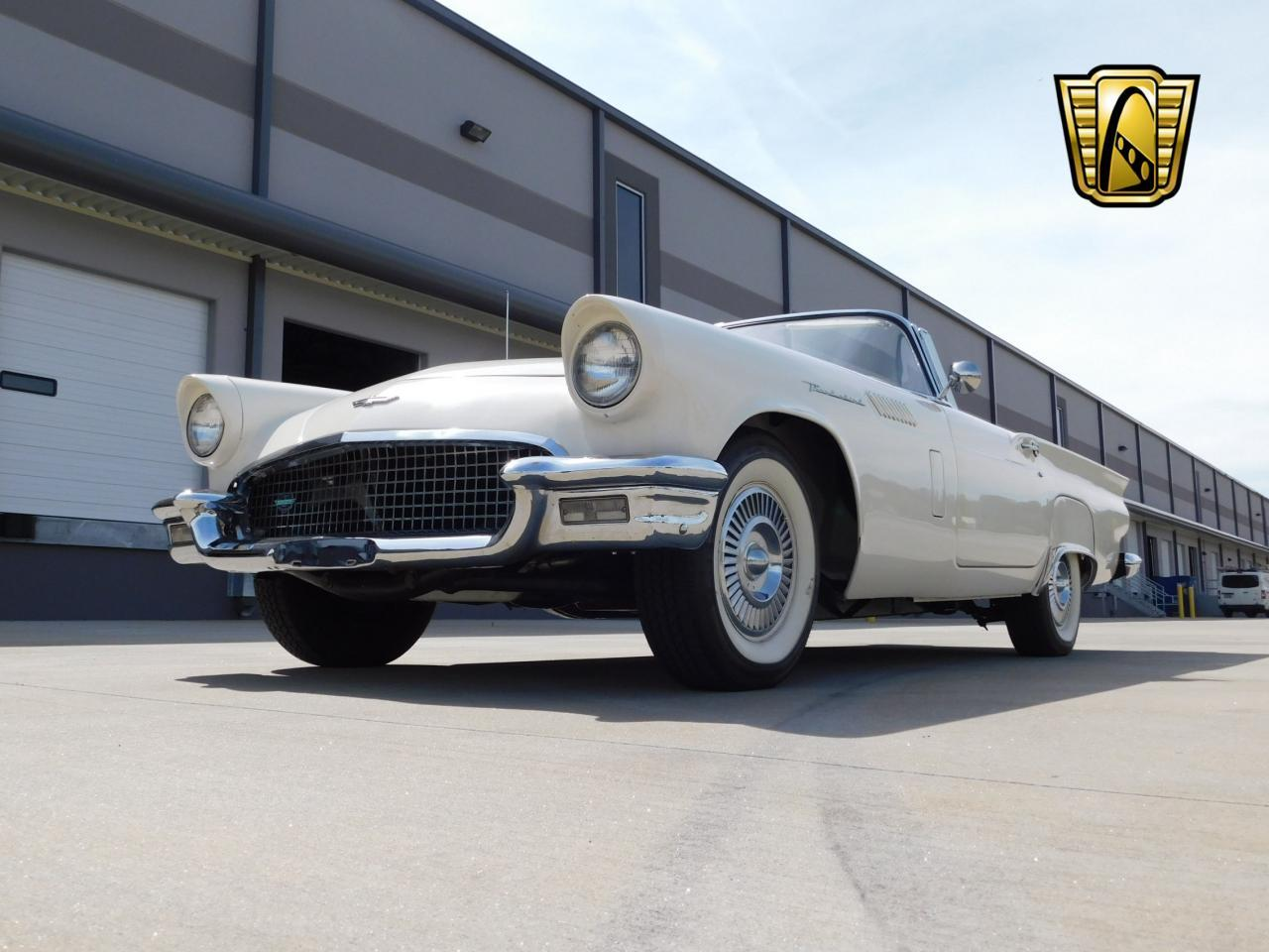 Large Picture of Classic '57 Thunderbird - L77Y