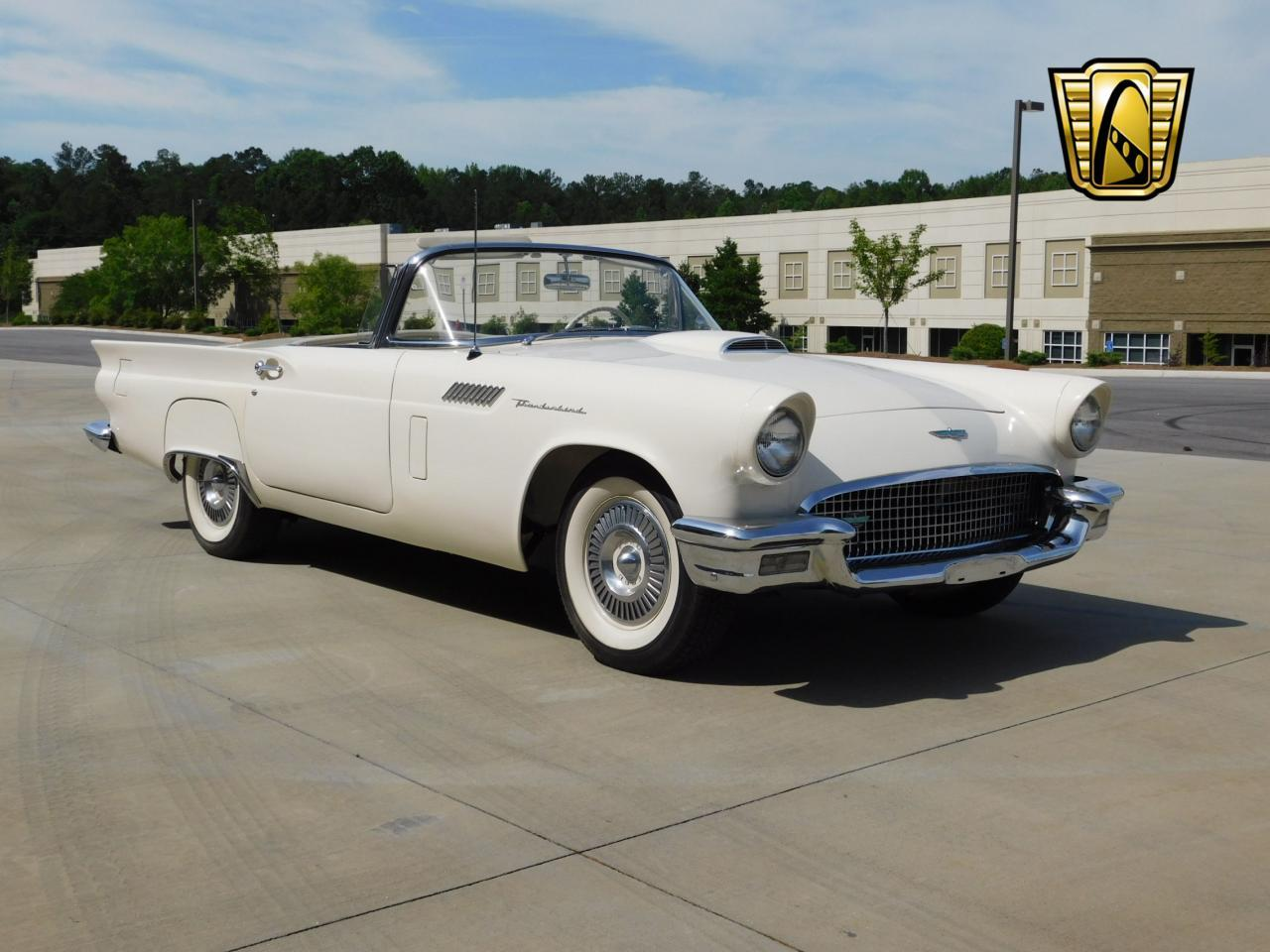 Large Picture of Classic 1957 Ford Thunderbird - $51,000.00 - L77Y