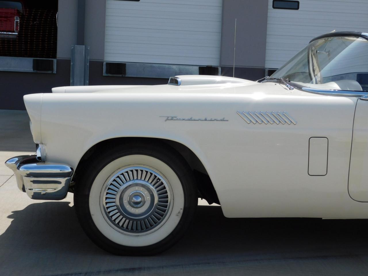 Large Picture of 1957 Thunderbird - L77Y