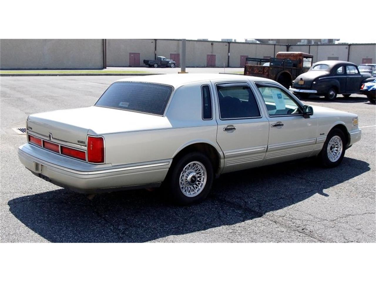 Large Picture of '97 Lincoln Town Car located in Morgantown Pennsylvania - $6,995.00 Offered by Classic Auto Mall - L7BJ