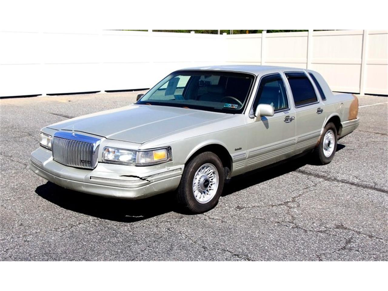 Large Picture of '97 Lincoln Town Car located in Morgantown Pennsylvania - L7BJ