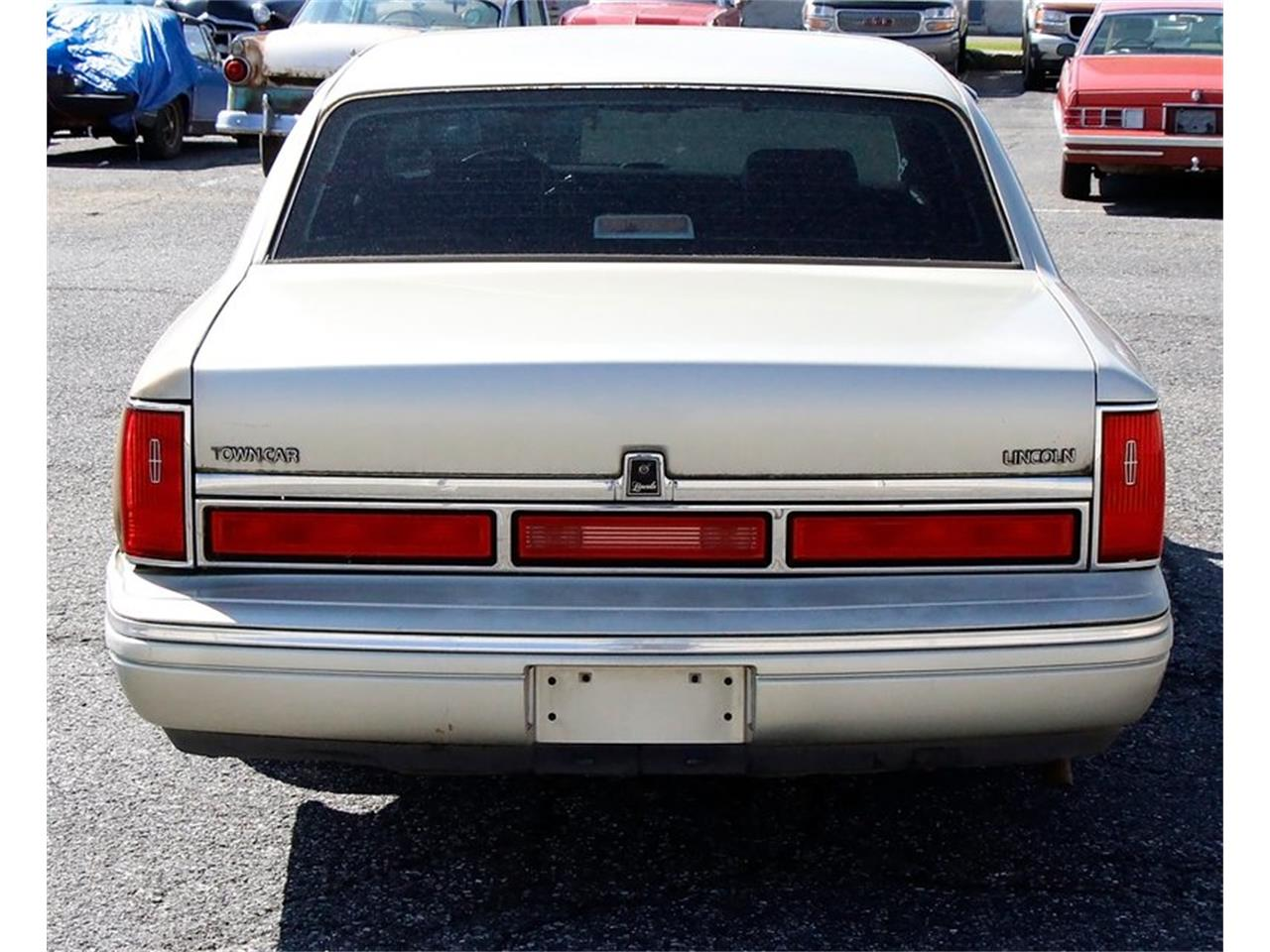 Large Picture of 1997 Lincoln Town Car Offered by Classic Auto Mall - L7BJ