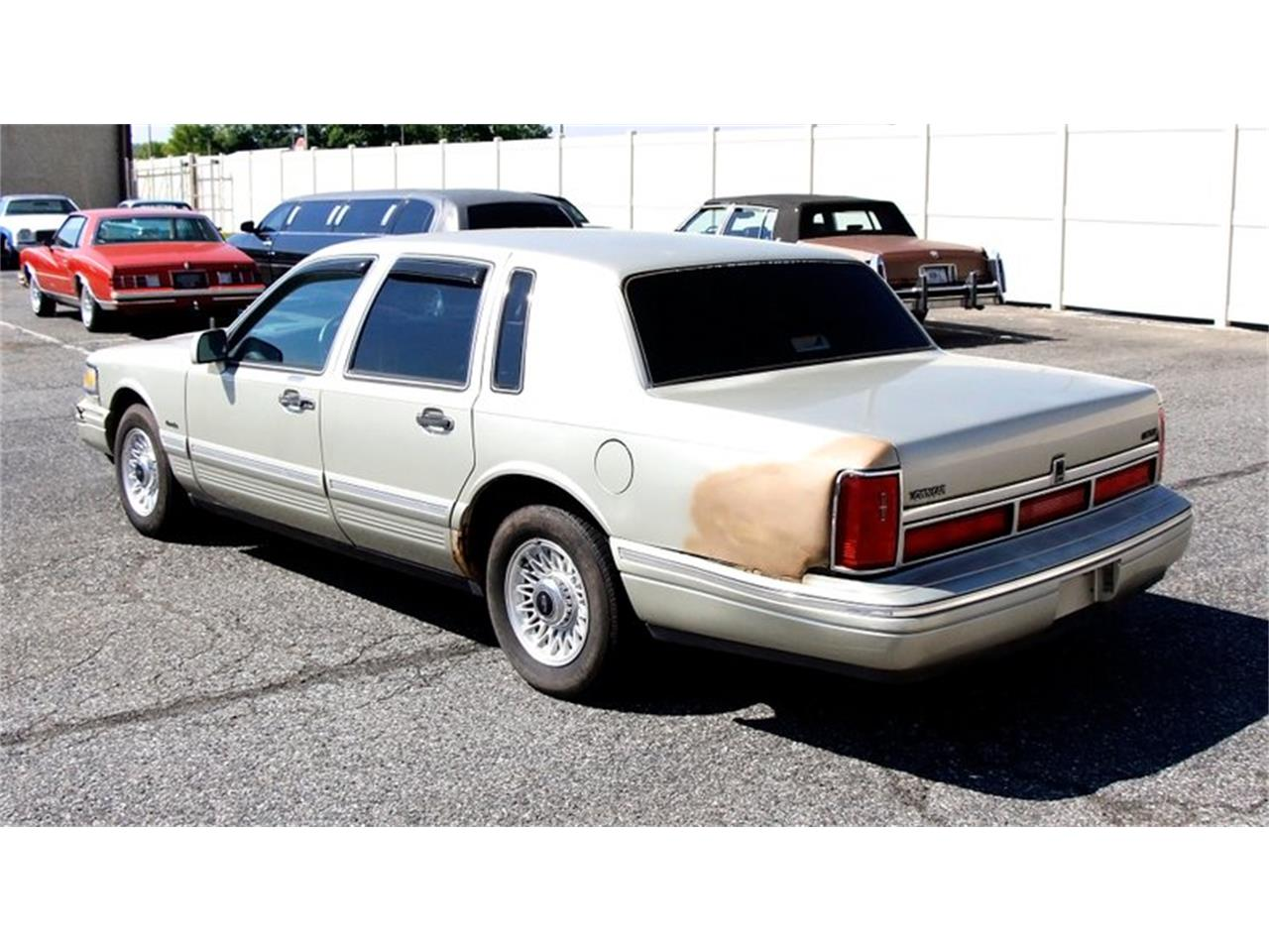 Large Picture of 1997 Town Car located in Pennsylvania - $6,995.00 Offered by Classic Auto Mall - L7BJ