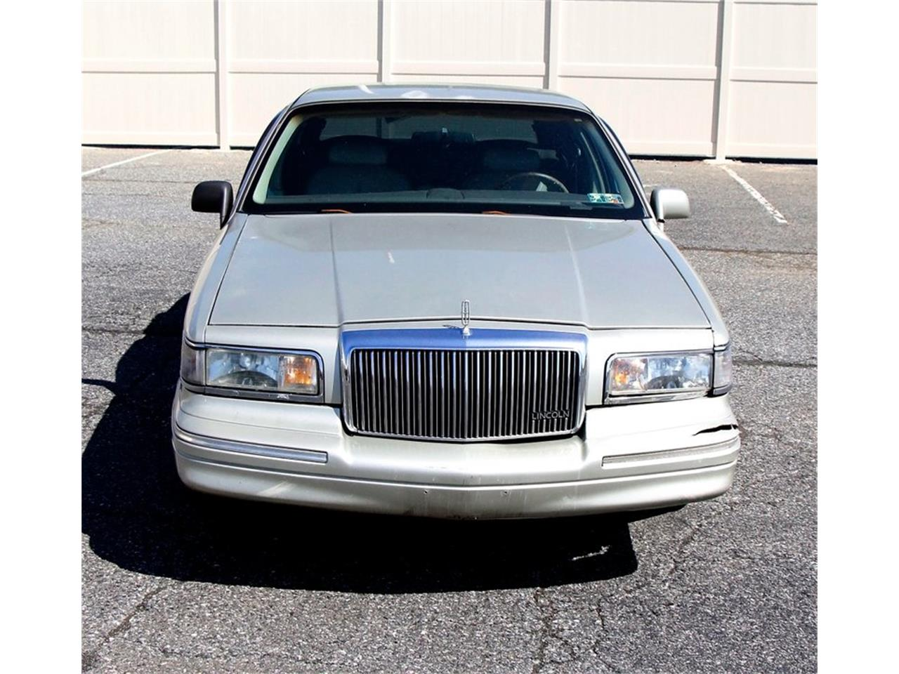Large Picture of '97 Lincoln Town Car located in Morgantown Pennsylvania Offered by Classic Auto Mall - L7BJ