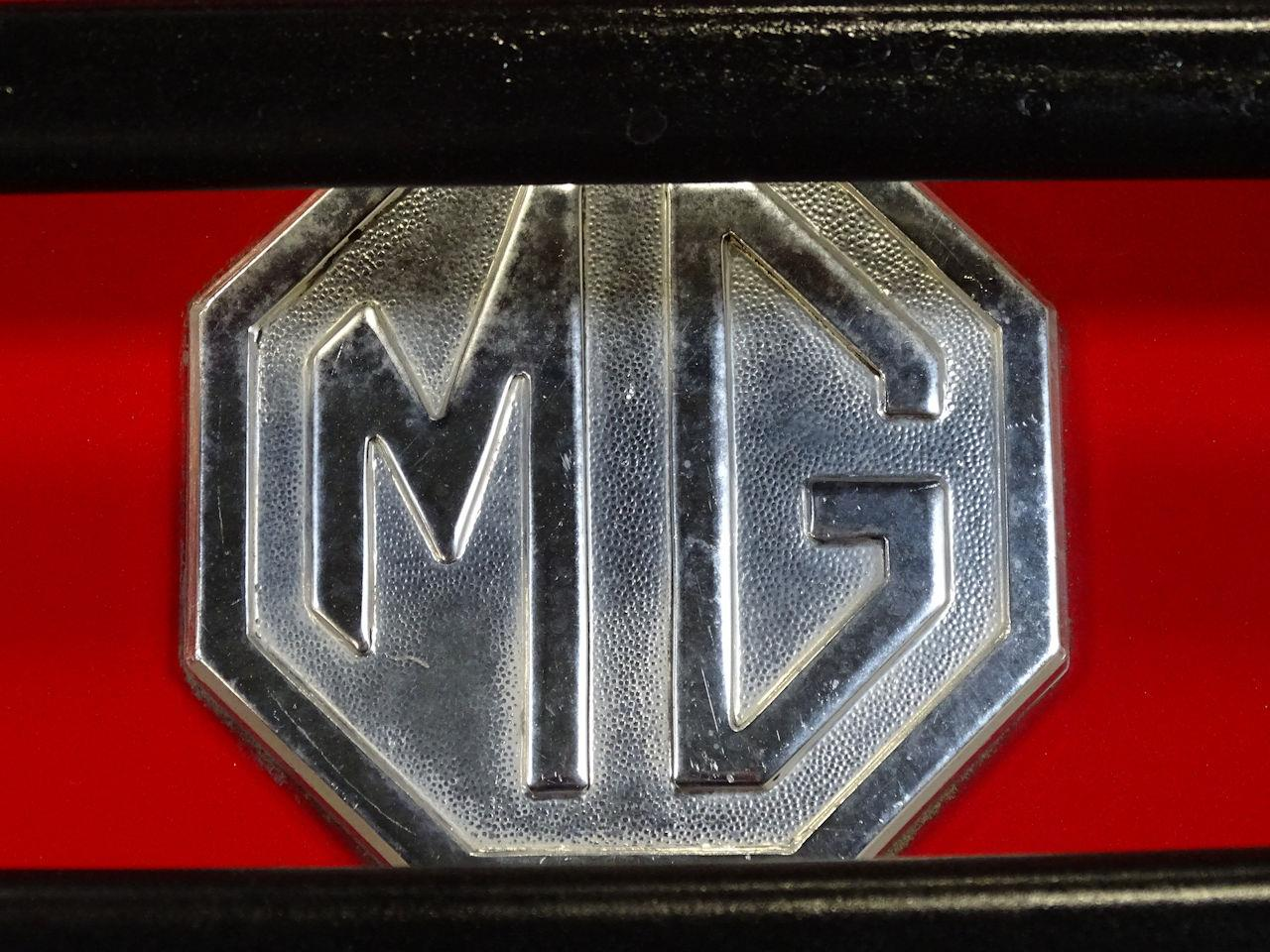 Large Picture of '75 MG MGB - L7N7