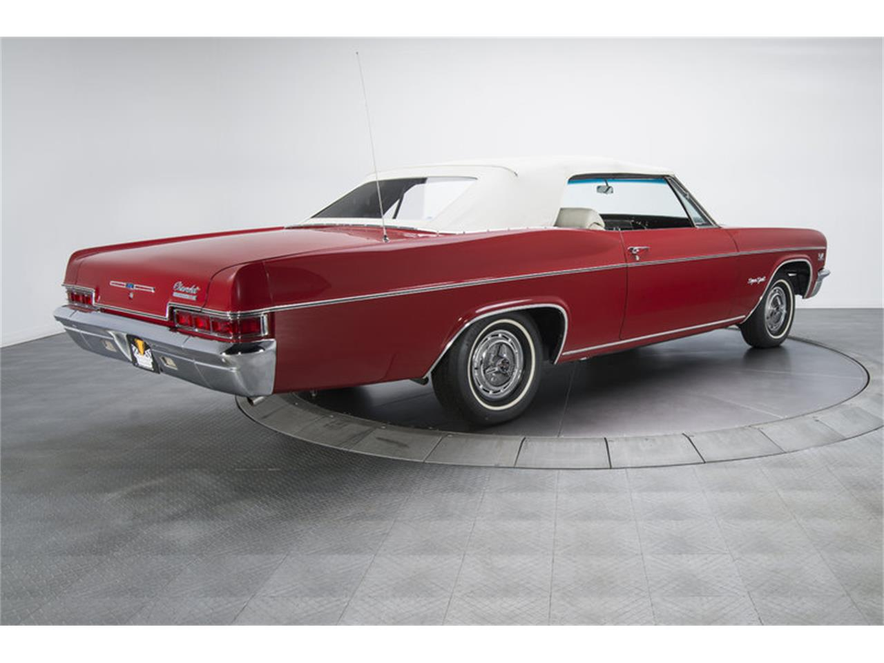 Large Picture of 1966 Chevrolet Impala SS - L8OP