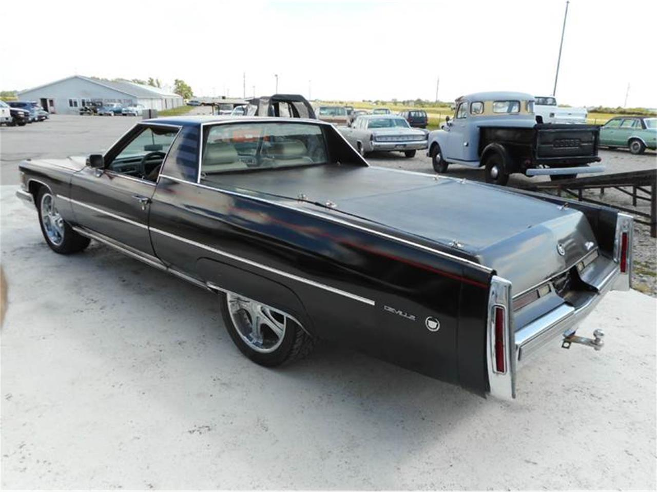 Large Picture of '76 Cadillac 4-Dr Sedan Offered by Country Classic Cars - L8QX
