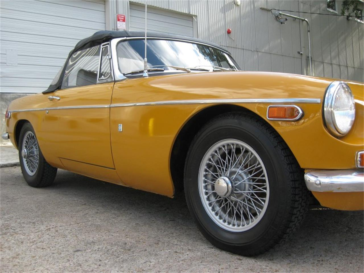Large Picture of '71 MGB - L8UR