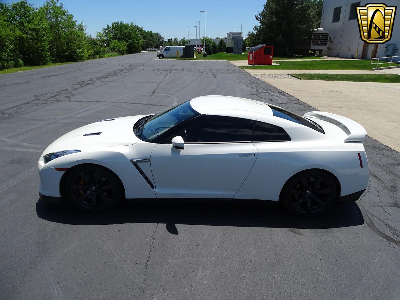 Large Picture of '10 Nissan GT-R - L8WR