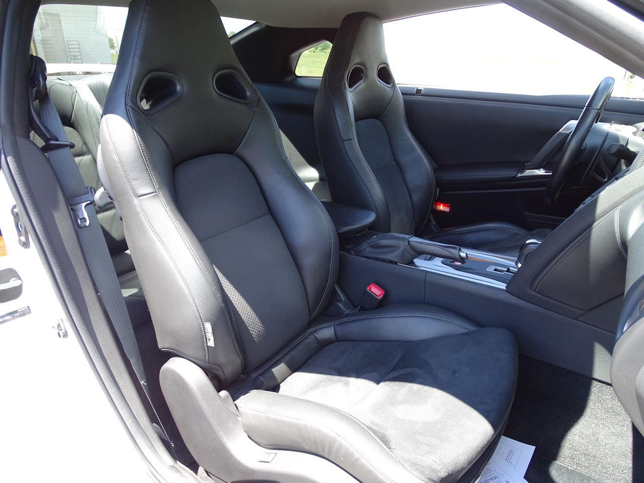 Large Picture of '10 Nissan GT-R located in Indiana - $65,000.00 - L8WR