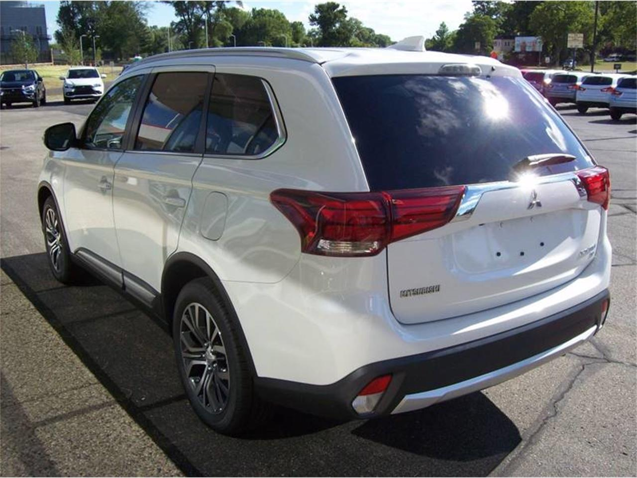 Large Picture of '17 Outlander - L8Y4