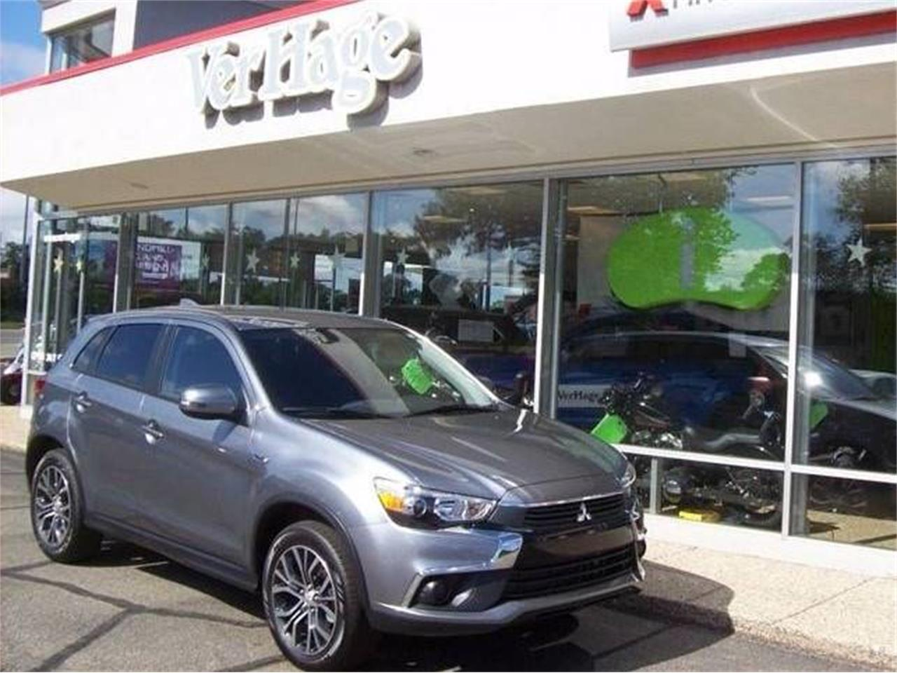 Large Picture of '17 Outlander located in Holland Michigan - L8Y5