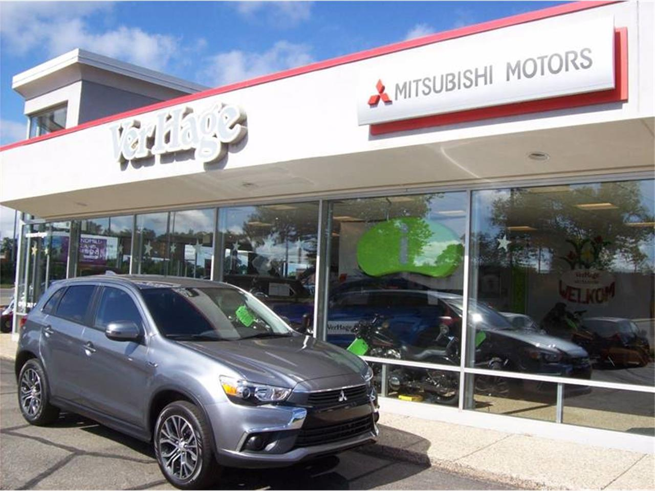 Large Picture of 2017 Mitsubishi Outlander located in Holland Michigan - $18,685.00 Offered by Verhage Mitsubishi - L8Y5