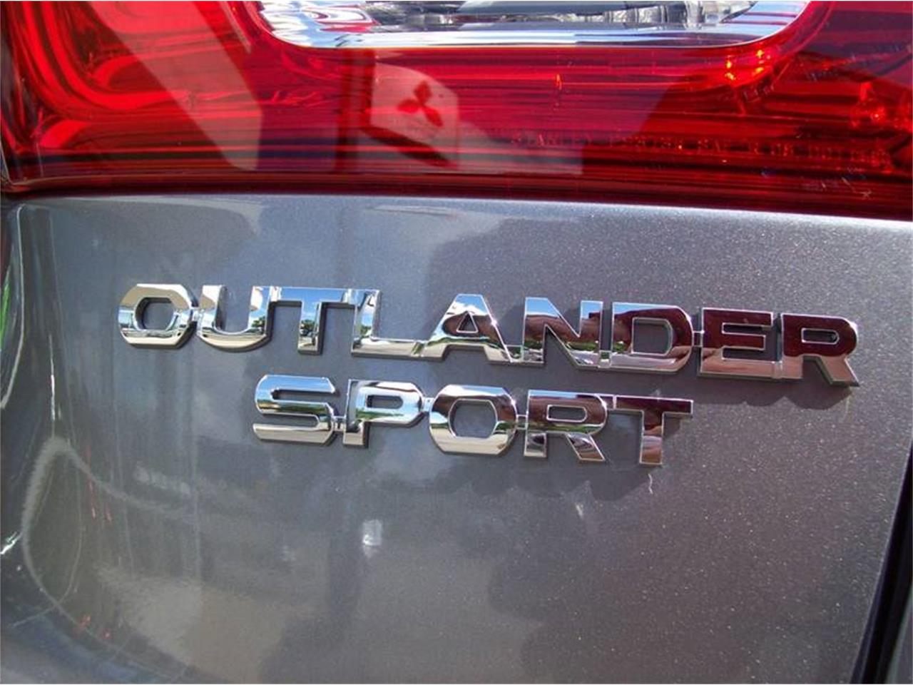 Large Picture of '17 Mitsubishi Outlander - L8Y5