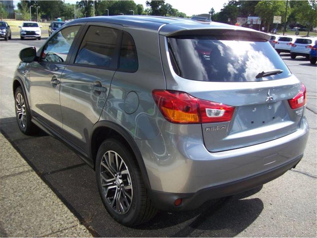 Large Picture of 2017 Outlander located in Holland Michigan Offered by Verhage Mitsubishi - L8Y5