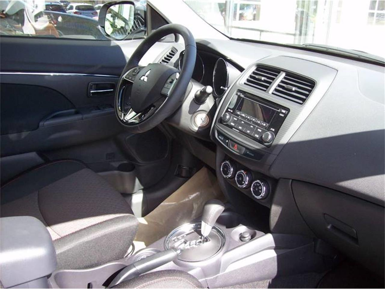 Large Picture of '17 Mitsubishi Outlander located in Michigan - $18,685.00 - L8Y5