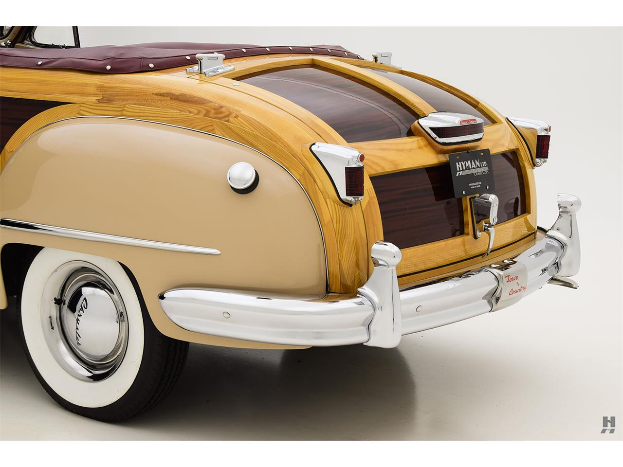 Large Picture of Classic '47 Chrysler Town & Country located in Missouri - L804