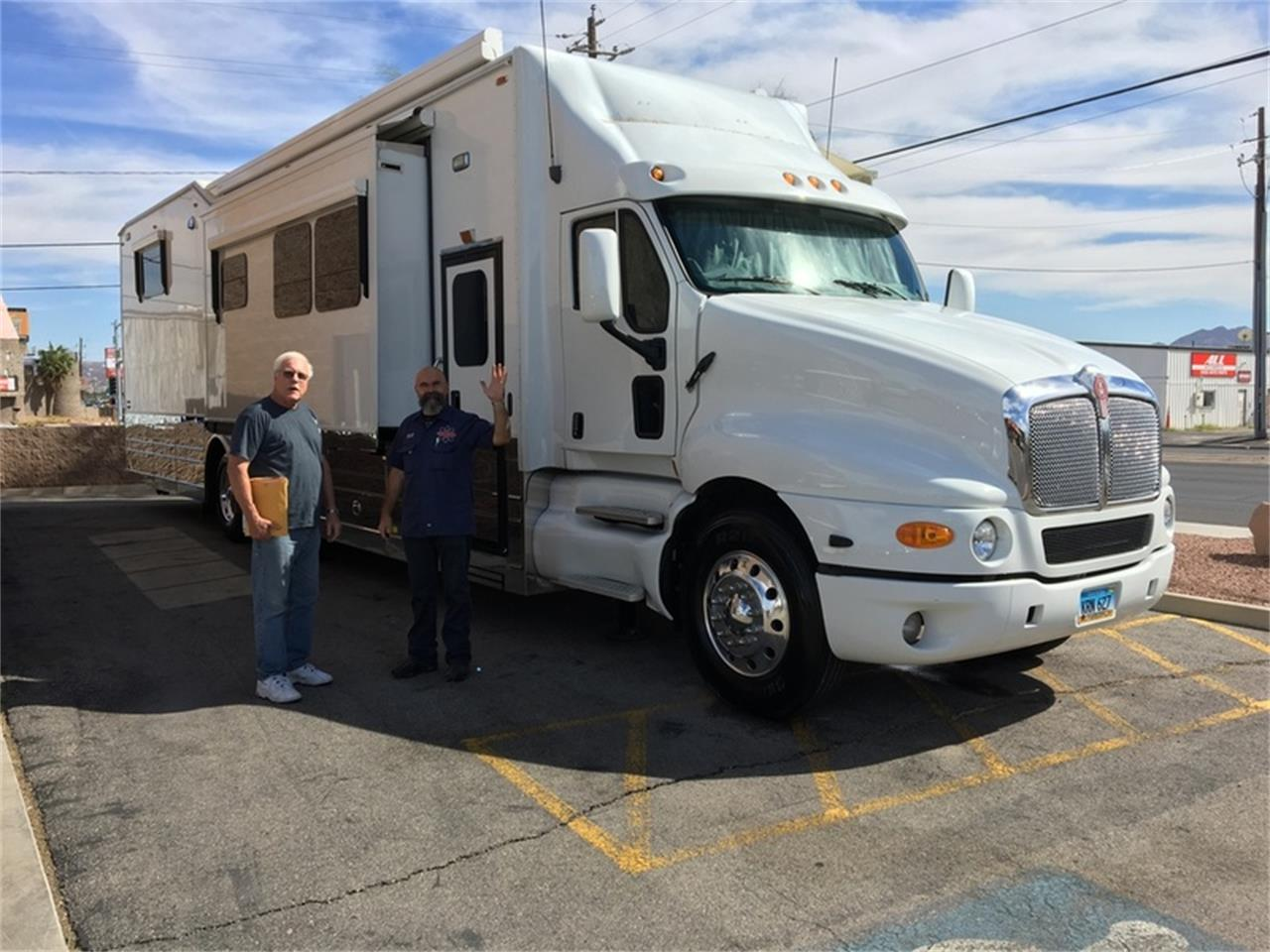 Large Picture of 2006 Kenworth T2000 with KINGSLEY COACH located in Nevada - L9TS