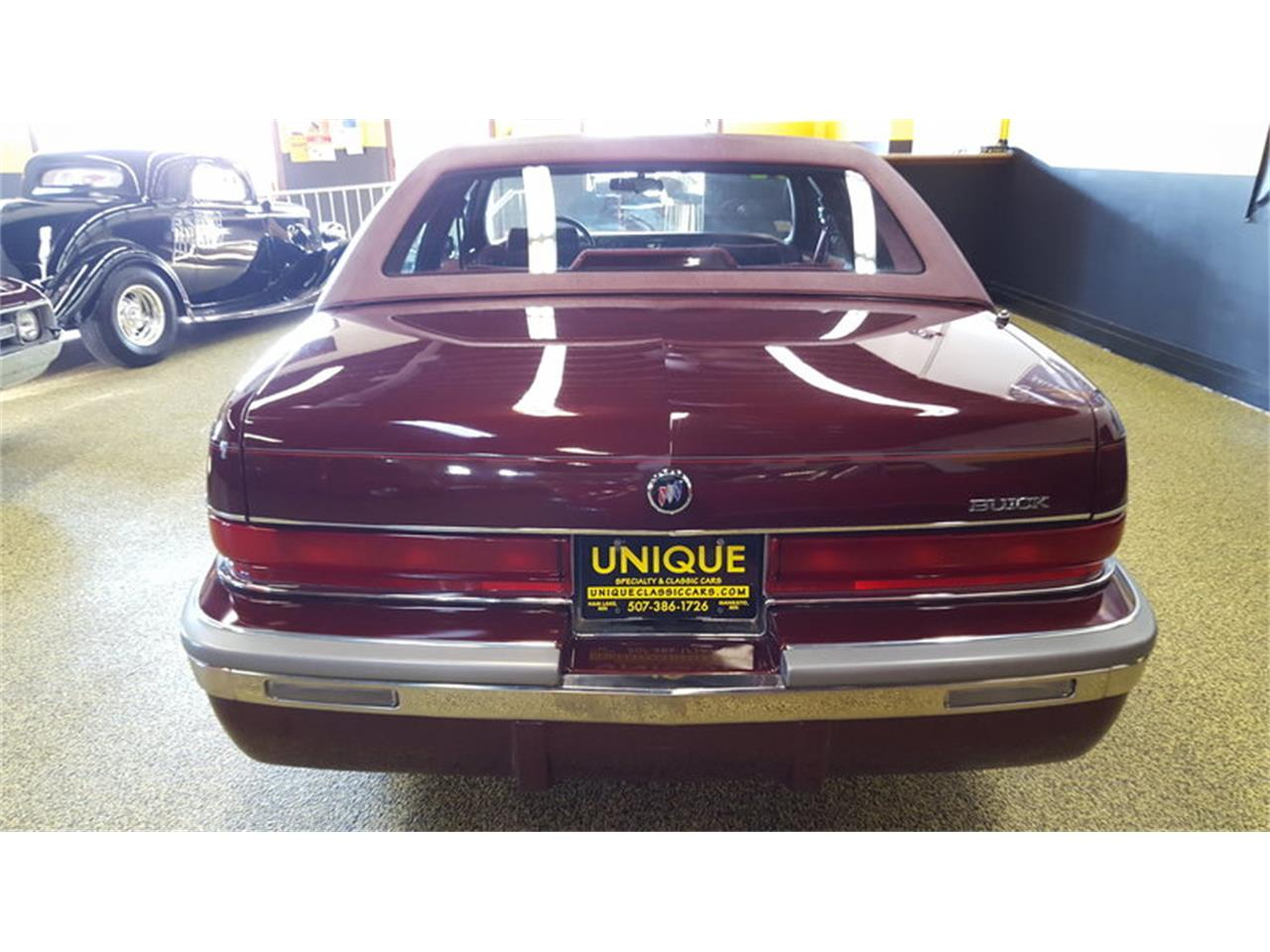 Large Picture of 1992 Buick Roadmaster    Limited - $9,900.00 - L9ZQ