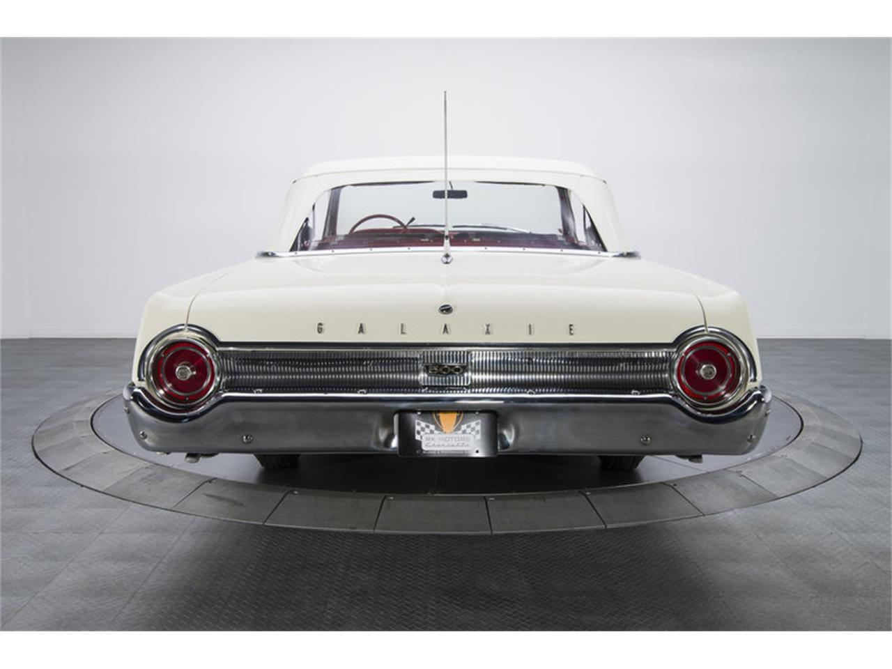 Large Picture of Classic 1962 Ford Galaxie - LABX