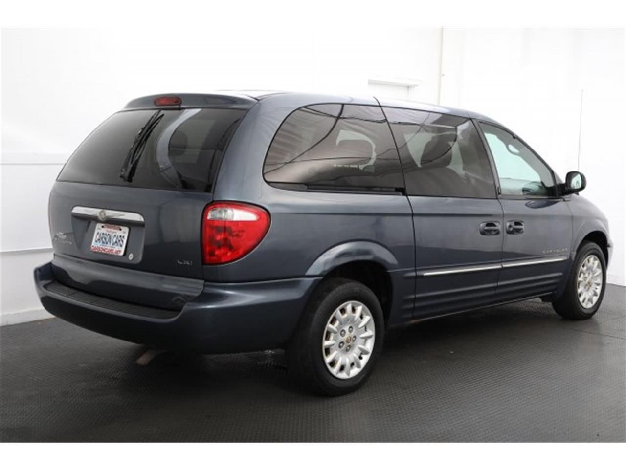 Large Picture of '01 Town & Country located in Lynnwood Washington Offered by Carson Cars - LAVD
