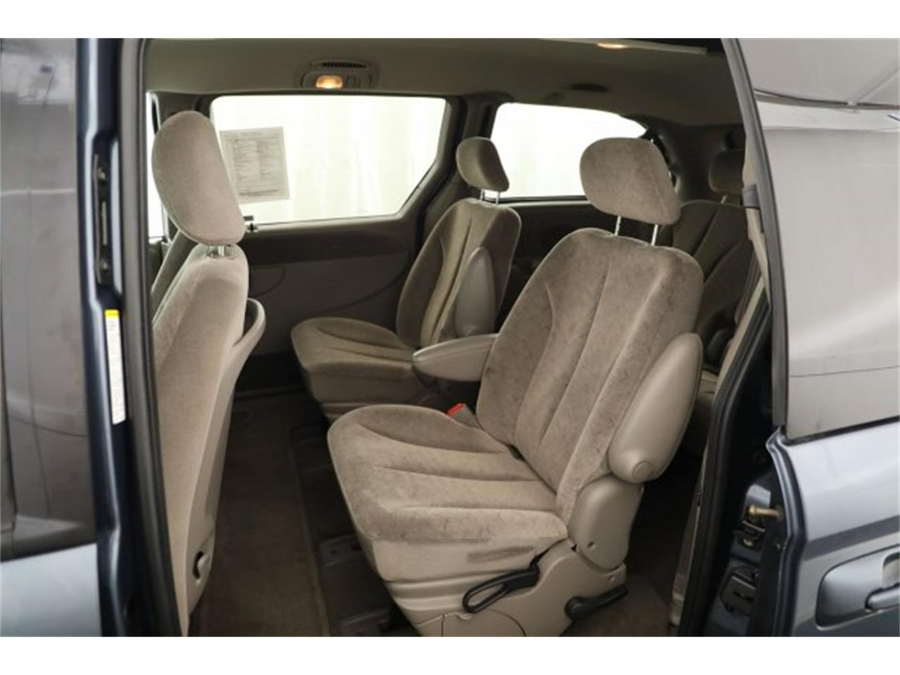 Large Picture of 2001 Chrysler Town & Country located in Washington - $6,995.00 - LAVD