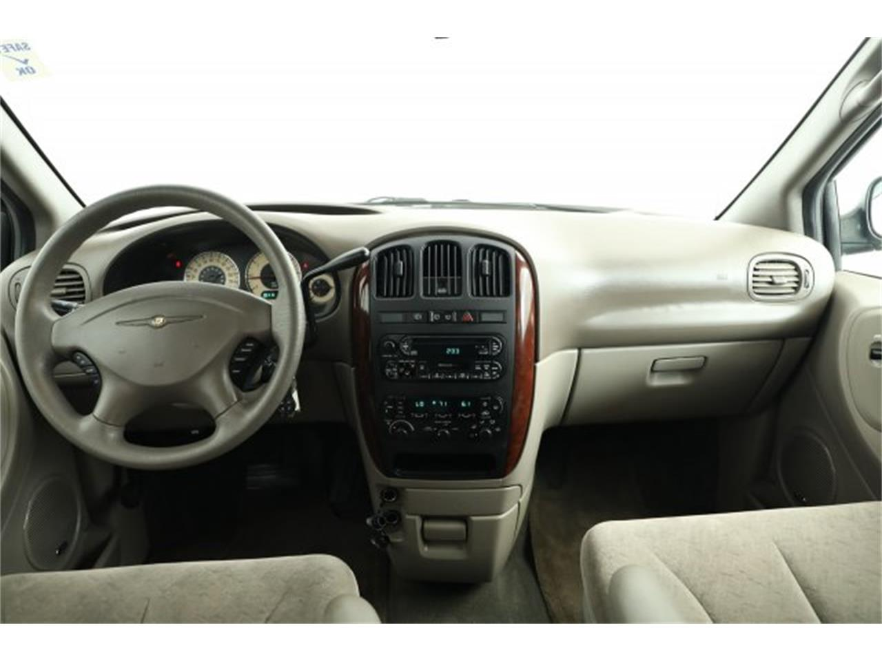 Large Picture of 2001 Chrysler Town & Country located in Washington Offered by Carson Cars - LAVD