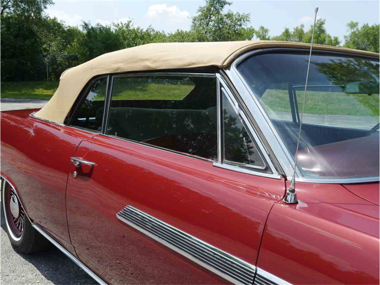 Large Picture of Classic '63 Pontiac Bonneville located in Alsip Illinois Offered by Midwest Car Exchange - LAZG