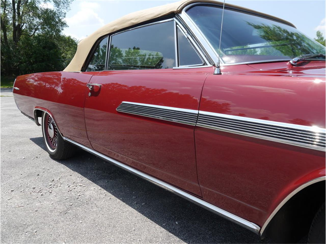 Large Picture of Classic '63 Pontiac Bonneville - $29,900.00 Offered by Midwest Car Exchange - LAZG