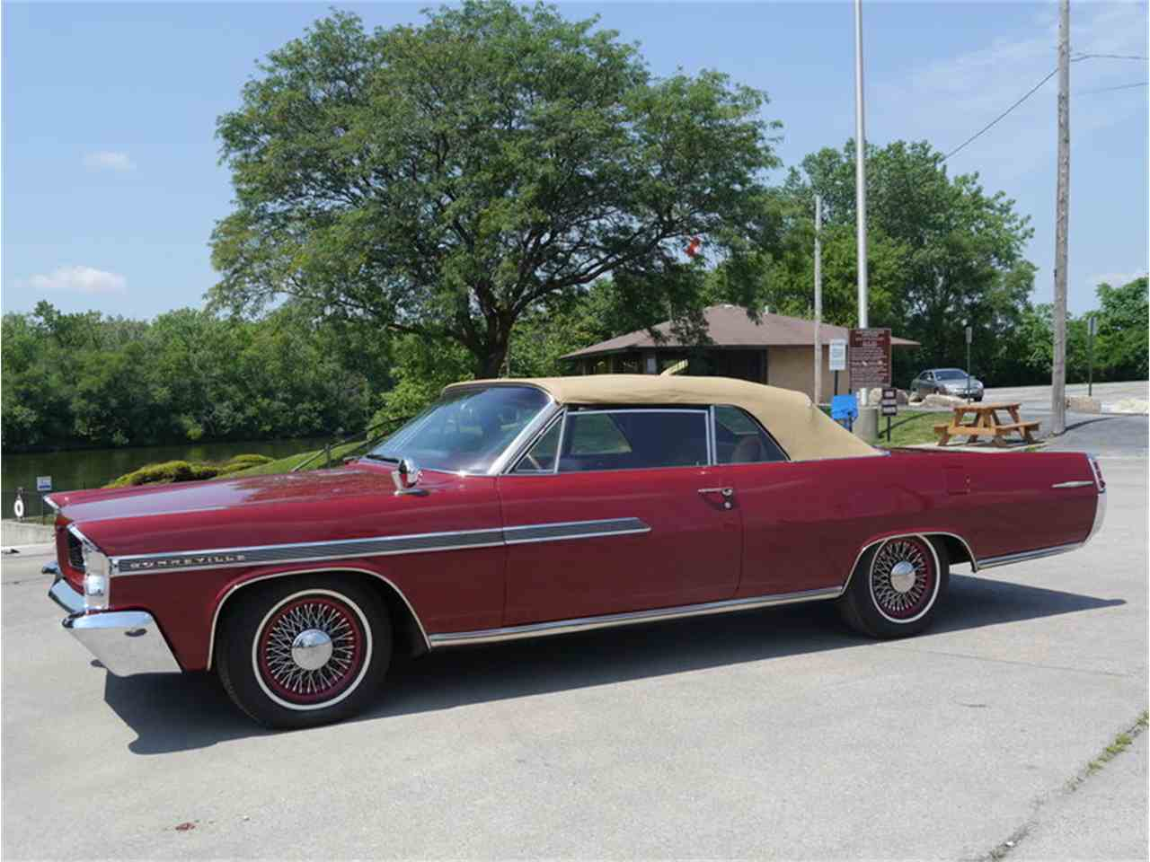 Large Picture of 1963 Pontiac Bonneville located in Illinois - $29,900.00 Offered by Midwest Car Exchange - LAZG