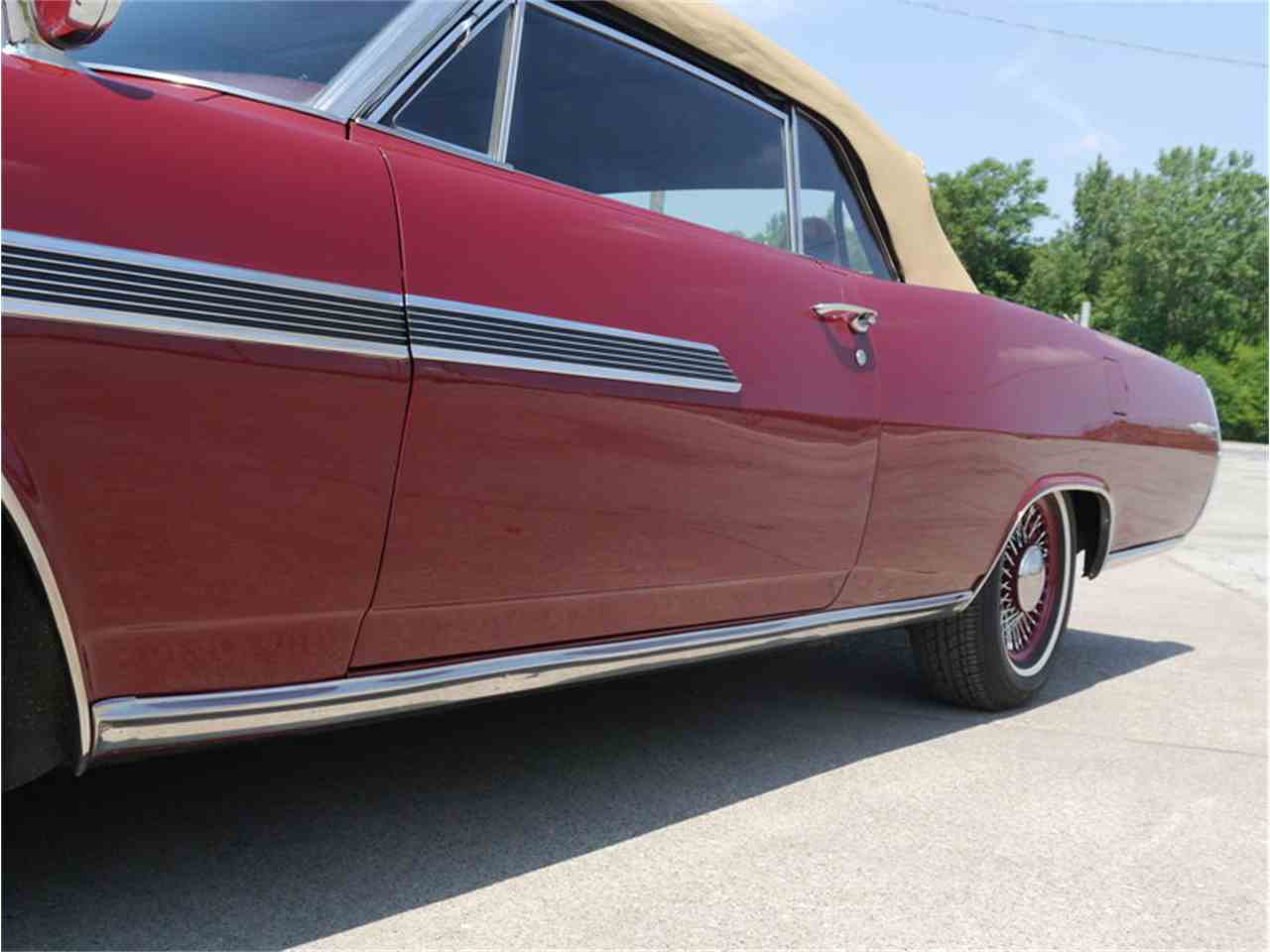 Large Picture of 1963 Pontiac Bonneville located in Illinois Offered by Midwest Car Exchange - LAZG