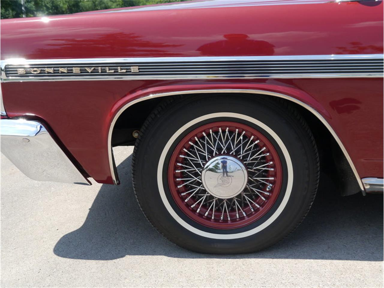 Large Picture of '63 Pontiac Bonneville located in Illinois Offered by Midwest Car Exchange - LAZG
