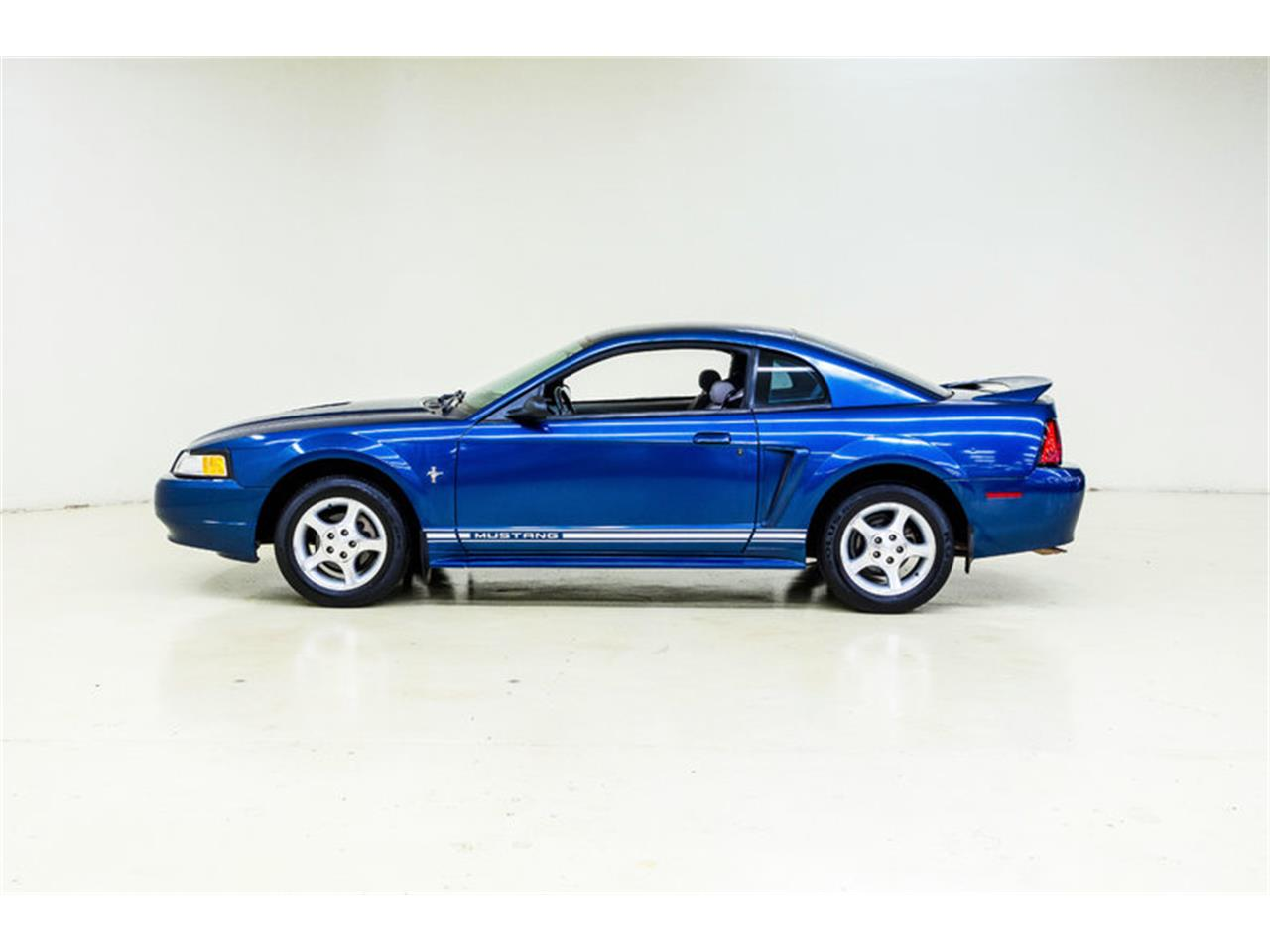 Large Picture of 2000 Mustang located in Concord North Carolina - $7,995.00 Offered by Autobarn Classic Cars - LB01
