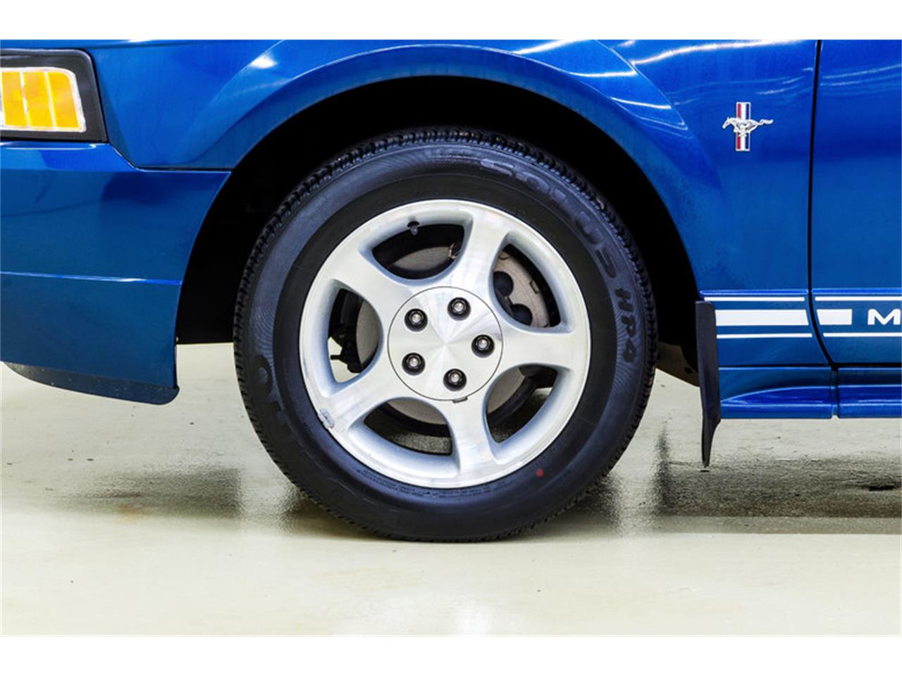 Large Picture of '00 Ford Mustang Offered by Autobarn Classic Cars - LB01