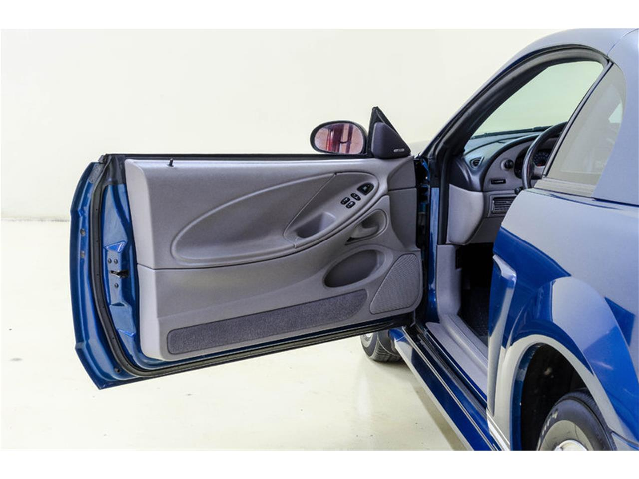 Large Picture of '00 Ford Mustang - $7,995.00 Offered by Autobarn Classic Cars - LB01