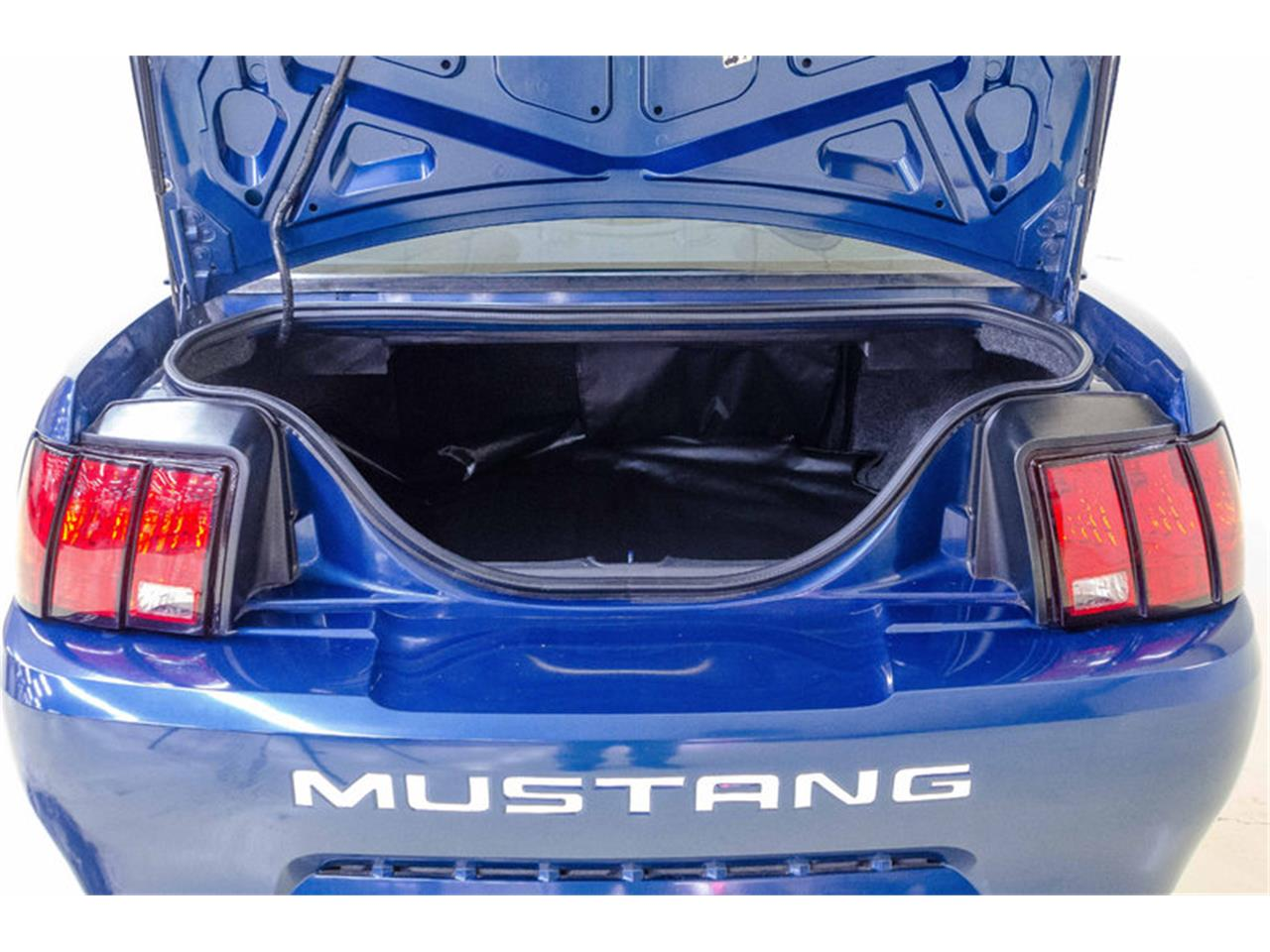 Large Picture of 2000 Mustang Offered by Autobarn Classic Cars - LB01