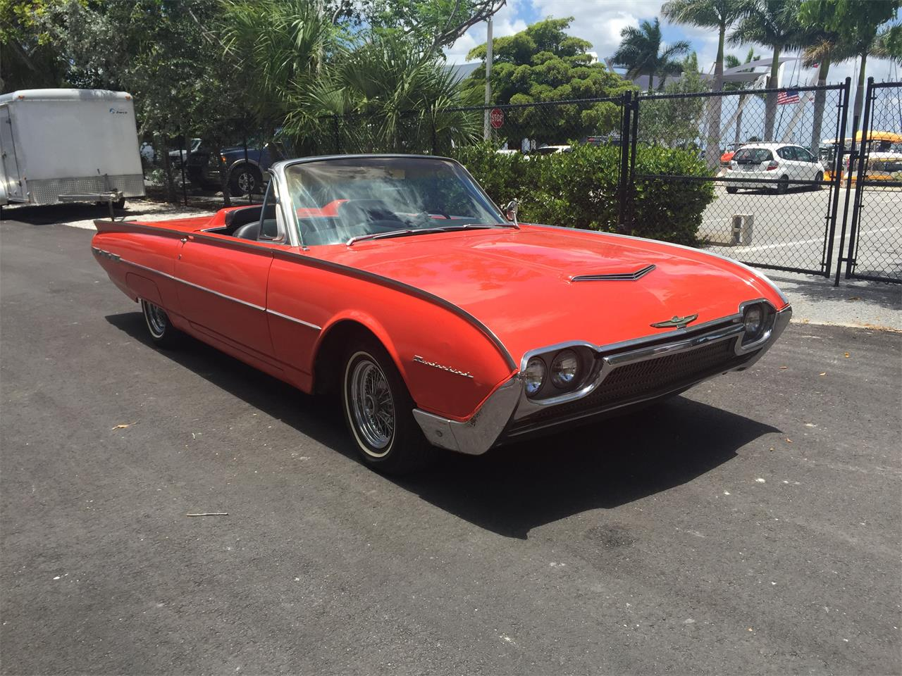 Large Picture of '62 Thunderbird - LB2U