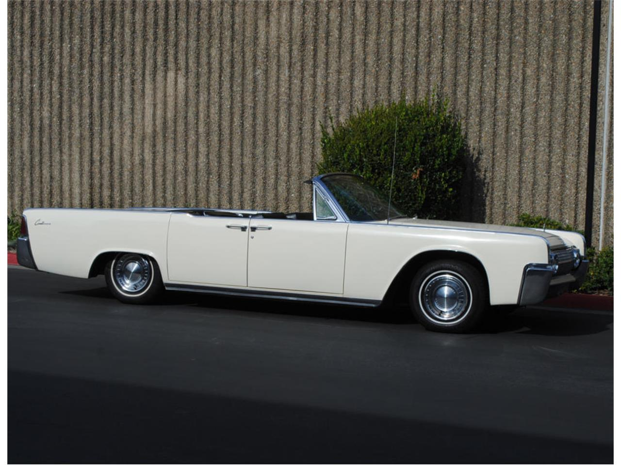 Large Picture of '63 Continental - LBAQ