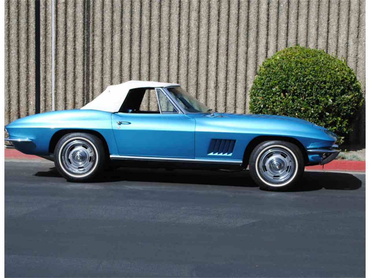 Large Picture of '67 Corvette - LBBI