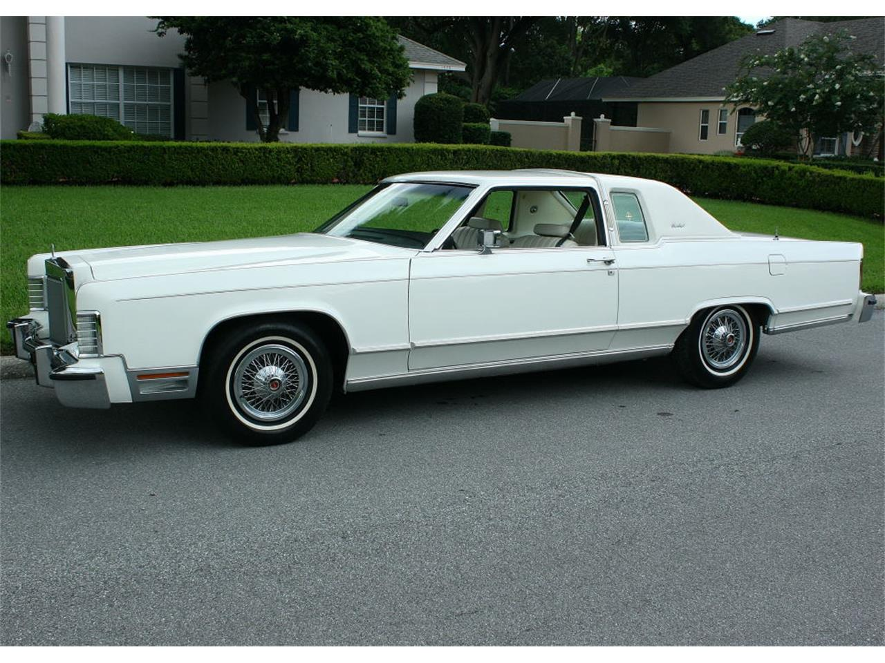 Large Picture of 1979 Lincoln Town Car located in lakeland Florida - LBZD