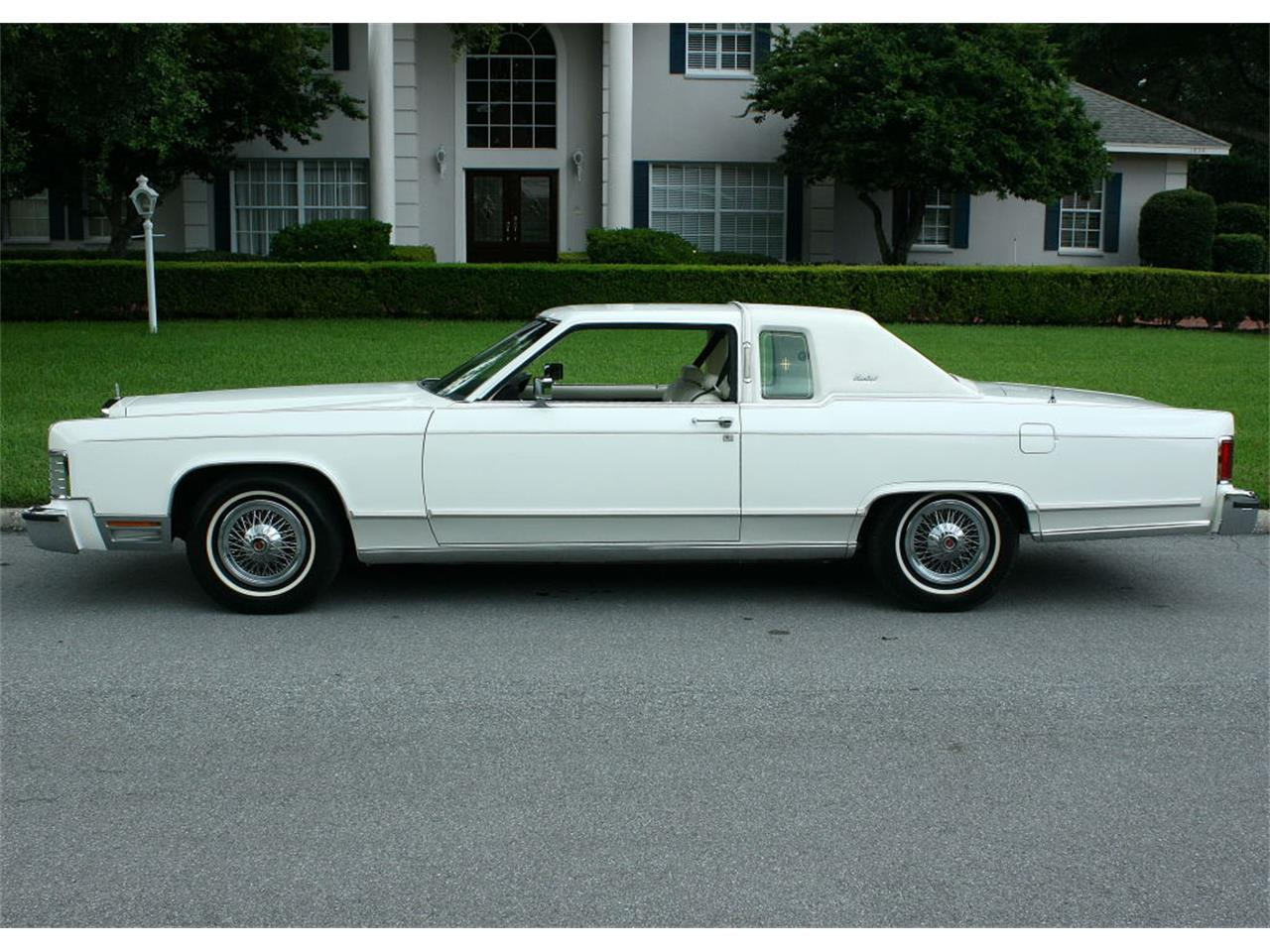 Large Picture of '79 Town Car - $17,500.00 - LBZD