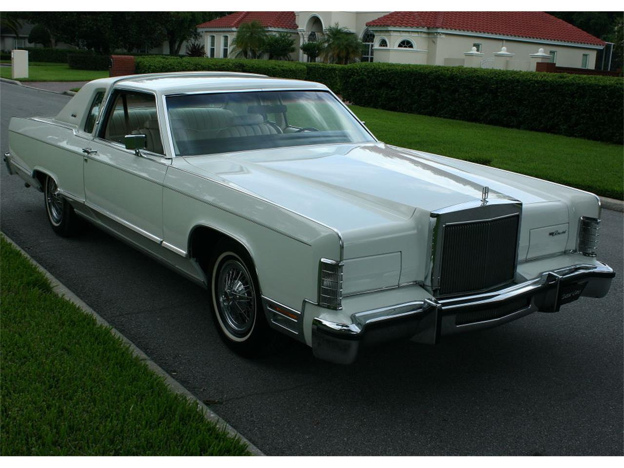 Large Picture of 1979 Lincoln Town Car located in Florida - LBZD